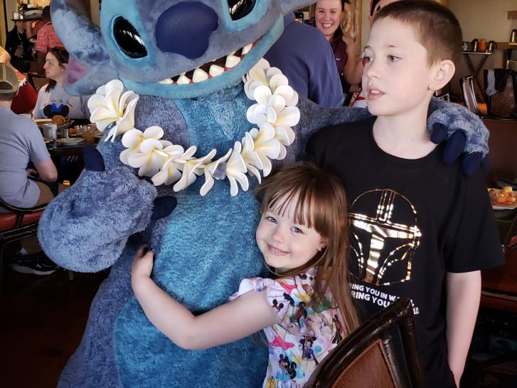 Guest Photo from Larisa Shrewsbury: Guests dining with Stitch