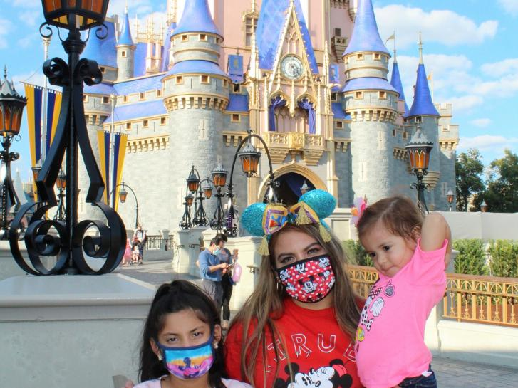 Guest Photo from Sammy: Guests in front of Cinderella Castle at the Magic Kingdom
